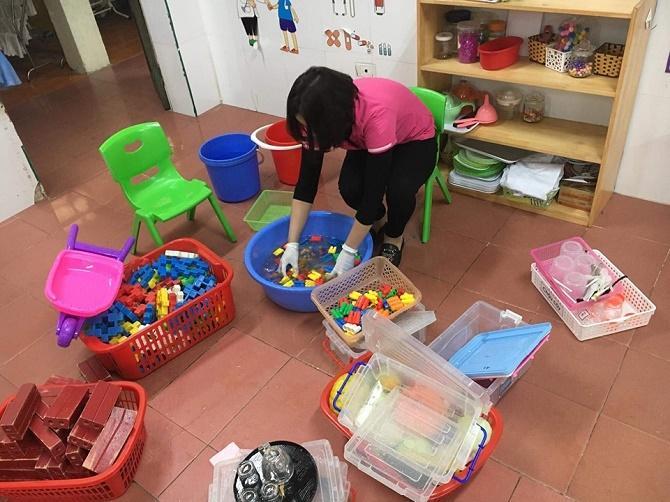 khu mui do choi 1 - Mách mẹ 2 cách khử khuẩn đồ chơi an toàn và hiệu quả