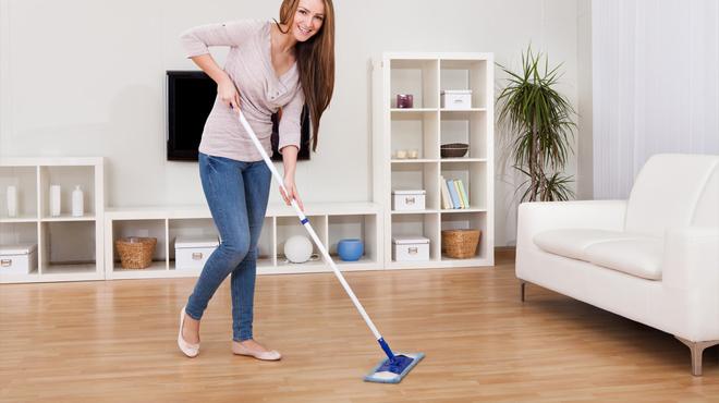 ve sinh san nhua - Vệ sinh sàn nhựa sạch như mới cực kỳ đơn giản