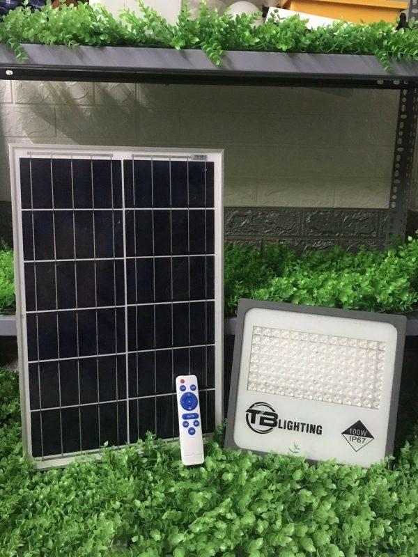den nang luong mat troi 100w tb lighting doc quyen 600x800 - Đèn năng lượng mặt trời 100W TB LIGHTING