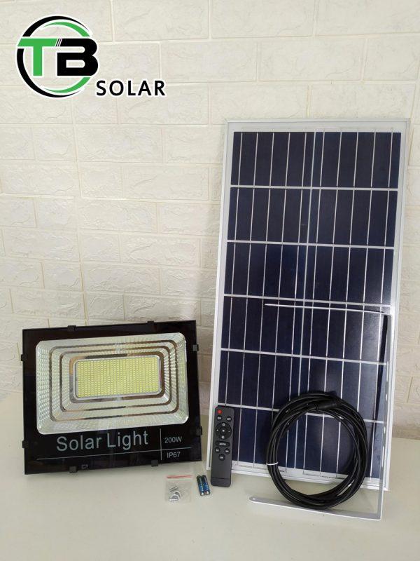 den nang luong mat troi solar light 100w 600x800 - Đèn năng lượng mặt trời Solar Light 100W